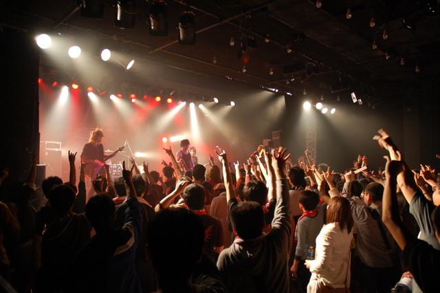東京の渋谷でライブイベントでの出会い